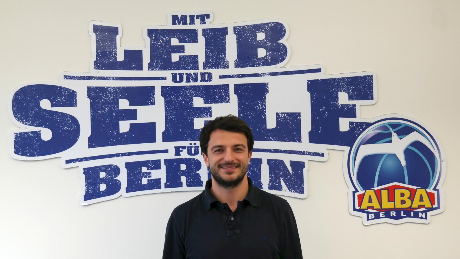 Mit Leib und Seele Alba Berlins Sportdirektor: Mithat Demirel