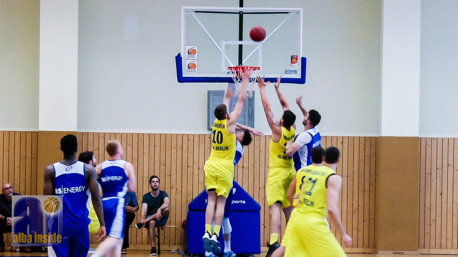 Im Testspiel dominant: Alba Berlin gegen die Basketball Löwen Braunschweig