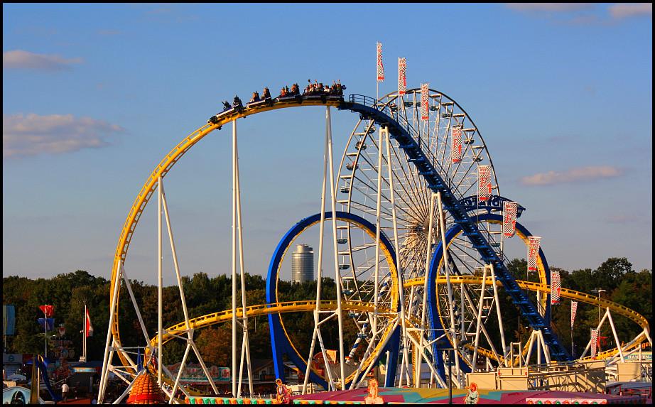 blau-gelbe Achterbahnfahrt