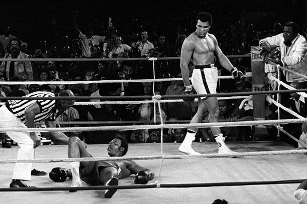 "game over: Ali knocks out Foreman in Runde 8 beim ""rumble in the jungle"" in Zaire"
